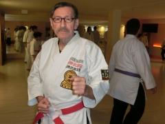 H.D.Rauscher überwacht das Training im Karate-Do