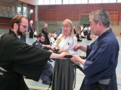Nahkampftechniken der Samurai werden von Ohtani Sensei gelehrt und korrigiert