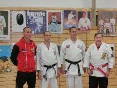 Dr. Gero Guzek 3.Dan, Michael Krohn 2.Dan Ganz links: Der Lehrmeister Bernd Hempel Ganz rechts: Der Prüfungsvorsitzende H.D.Rauscher  Mitbegründer des Karatesport in Deutschland