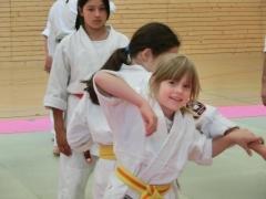 Die Jugendgruppe ist mit voller Konzentration und Begeisterung beim Training